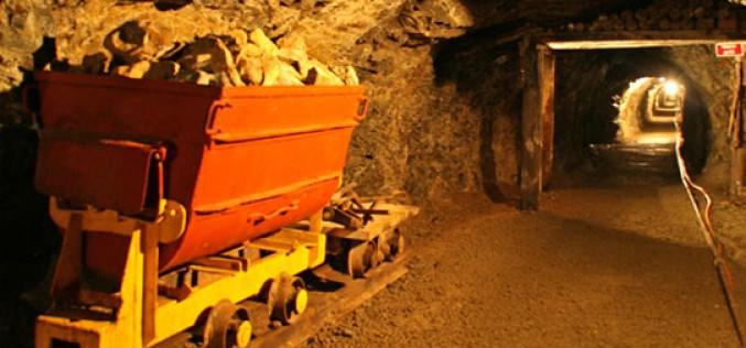 Ecuador inicia primer proyecto de mediana minería responsable