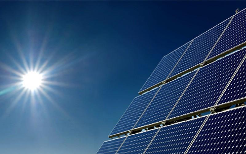 Las ventajas de la energía solar respecto a otras energías renovables