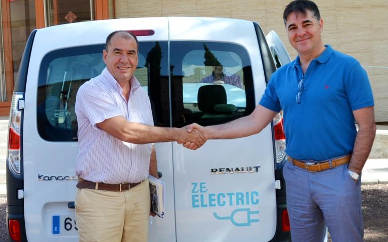 La UCLM incorpora dos vehículos eléctricos en línea con su estrategia de eficiencia energética