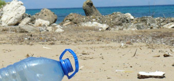 Costa Rica propone ley para combatir contaminación por plásticos