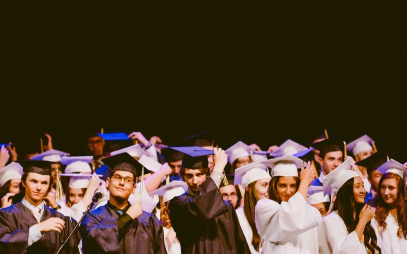 Jóvenes universitarios en busca de impacto social