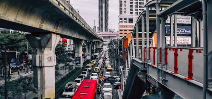 Lluvia artificial para combatir la contaminación del aire en Bangkok