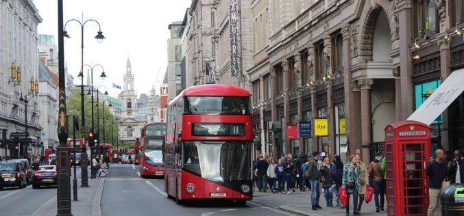 En Inglaterra ya circula el primer autobús ecológico que limpia el aire