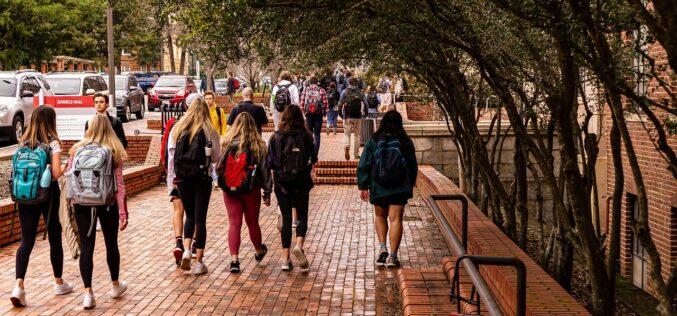 España: El curso universitario arranca con iniciativas anticovid-19 disruptivas