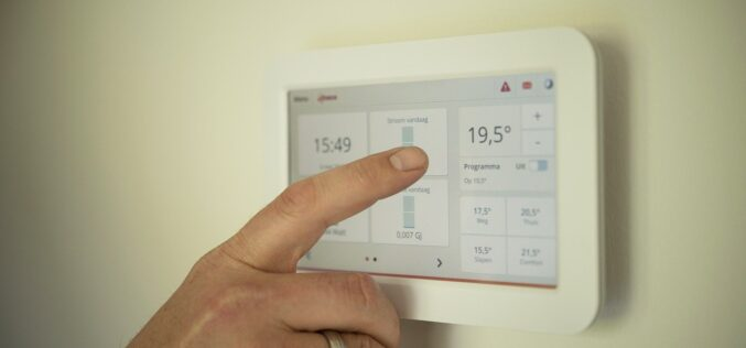 7 claves para ahorrar en el consumo eléctrico en el hogar en la cuesta de enero