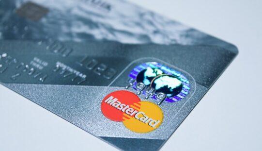 Mastercard lanza una calculadora de huella de carbono